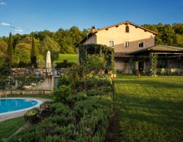 Relais Osteria dell'Orcia vista giardino e piscina