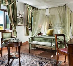 Hotel Relais Osteria dell'Orcia / gallery / Camera con letto a baldacchino