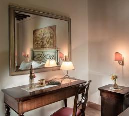 Hotel Relais Osteria dell'Orcia / gallery / Camera con scrittoio