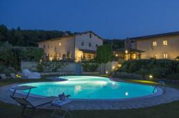 piscina-panoramica-notte-hotel-osteria-dell-orcia